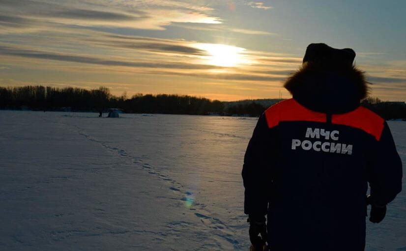 Важно: на лед желтого цвета выходить нельзя, он не прочный, а главное, в любую секунду может треснуть.