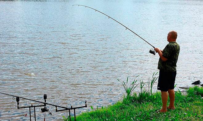Что делать, если рыба запуталась на удочке?